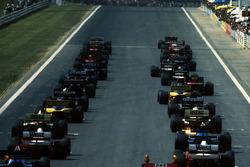 Los autos se alinean para el comienzo de la carrera