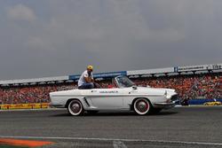 Carlos Sainz Jr, Renault Sport F1 Team,, on the drivers parade