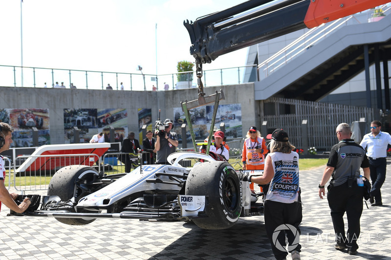 Leclerc moments before retiring with a loose wheel