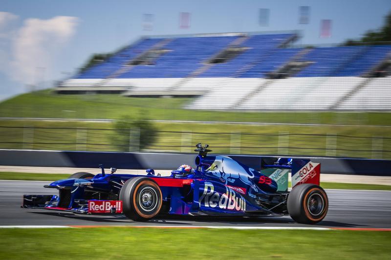 Marc Márquez maneja el Toro Rosso F1