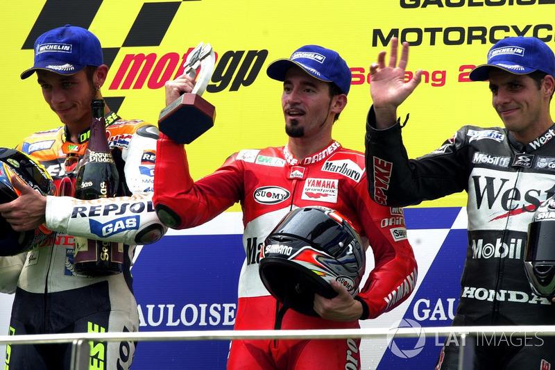 2002: 1. Max Biaggi, 2. Valentino Rossi, 3. Alex Barros