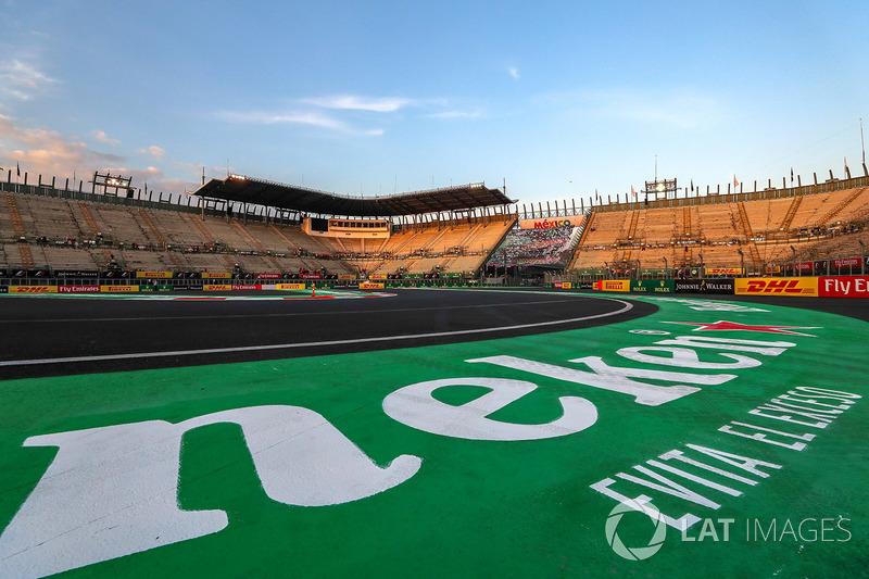 Vista de la tribuna y el circuito