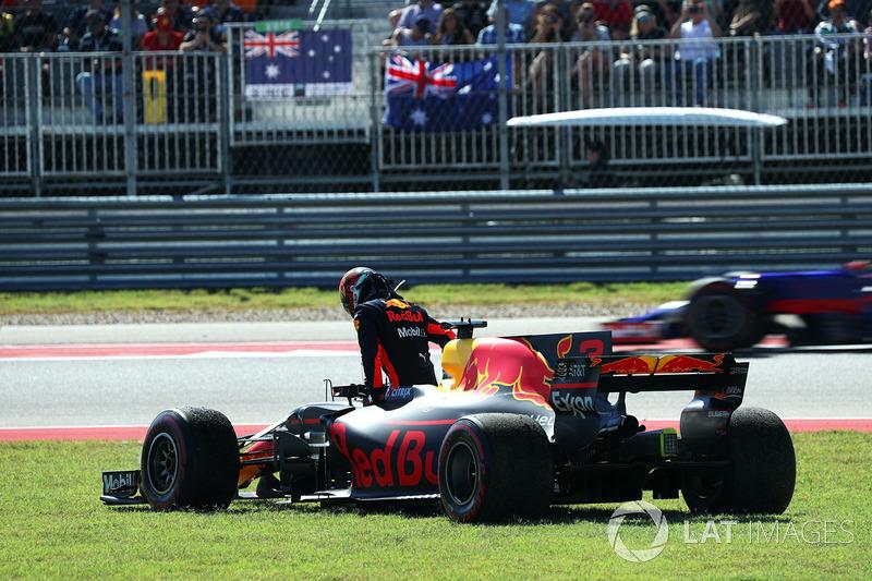 Daniel Ricciardo, Red Bull Racing RB13 retirado de la carrera