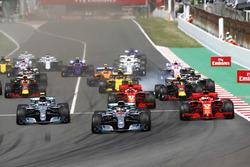 Start: Lewis Hamilton, Mercedes AMG F1 W09, leads Valtteri Bottas, Mercedes AMG F1 W09, Sebastian Vettel, Ferrari SF71H, Kimi Raikkonen, Ferrari SF71H, Max Verstappen, Red Bull Racing RB14 and the rest of the pack