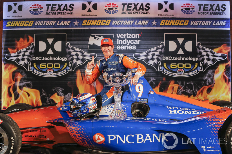 Scott Dixon, Chip Ganassi Racing Honda celebrates in victory lane