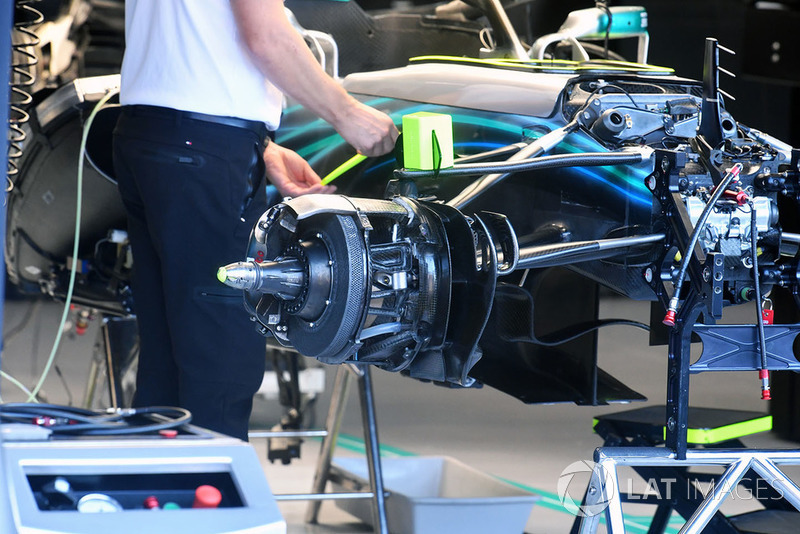 Mercedes AMG F1 W09 voorwielophanging