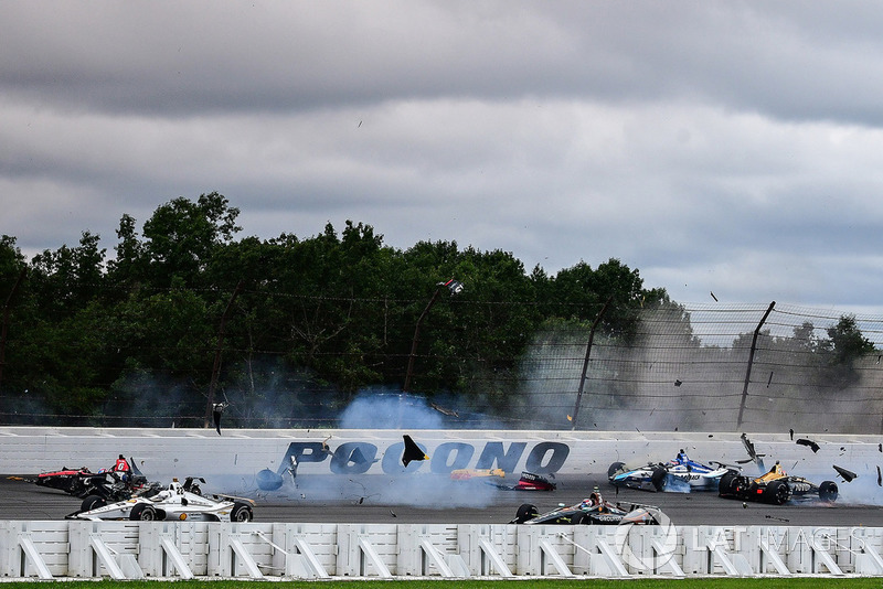 Robert Wickens, Schmidt Peterson Motorsports Honda, James Hinchcliffe, Schmidt Peterson Motorsports Honda, Ryan Hunter-Reay, Andretti Autosport Honda, Pietro Fittipaldi, Dale Coyne Racing Honda, incidente
