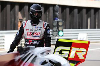 Un mécanicien du Toyota Gazoo Racing