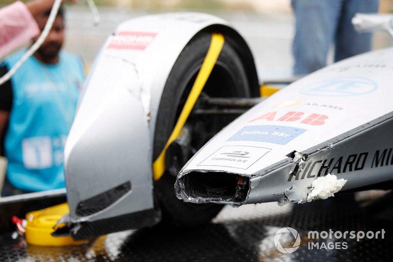 The damaged car of Edoardo Mortara, Venturi Formula E, Venturi VFE05, is returned to the pits
