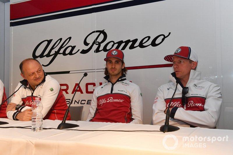 Frederic Vasseur, Alfa Romeo Racing, Team Principal, Antonio Giovinazzi, Alfa Romeo Racing et Kimi Raikkonen, Alfa Romeo Racing, en conférence de presse