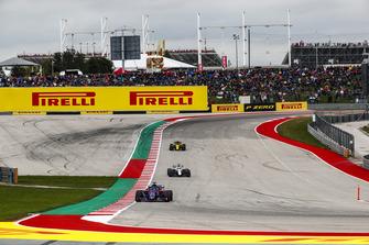 Brendon Hartley, Toro Rosso STR13, precede Lance Stroll, Williams FW41, e Carlos Sainz Jr., Renault Sport F1 Team R.S. 18