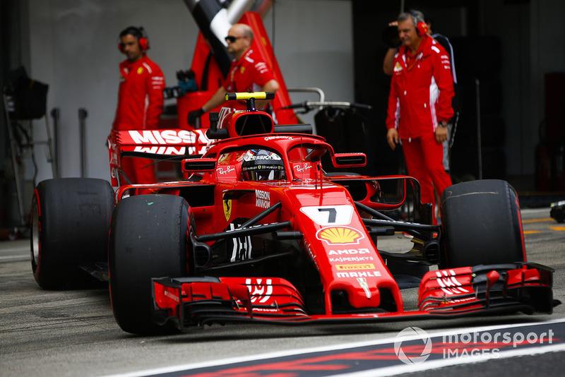 Kimi Raikkonen, Ferrari SF71H, quitte le garage