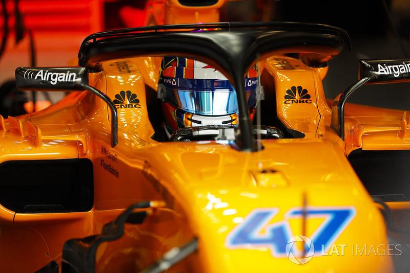 Lando Norris, McLaren MCL33, en el box