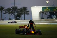 Daniel Ricciardo, Red Bull Racing RB13, retired from the race