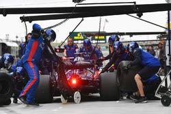 Arrêt au stand pour Brendon Hartley, Scuderia Toro Rosso STR13