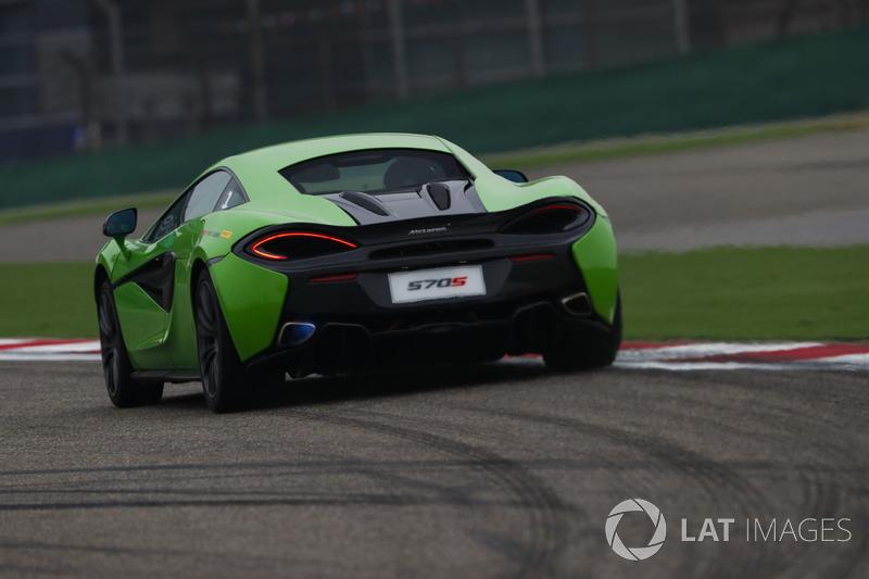 Заезд Pirelli Hot Laps: McLaren 570S