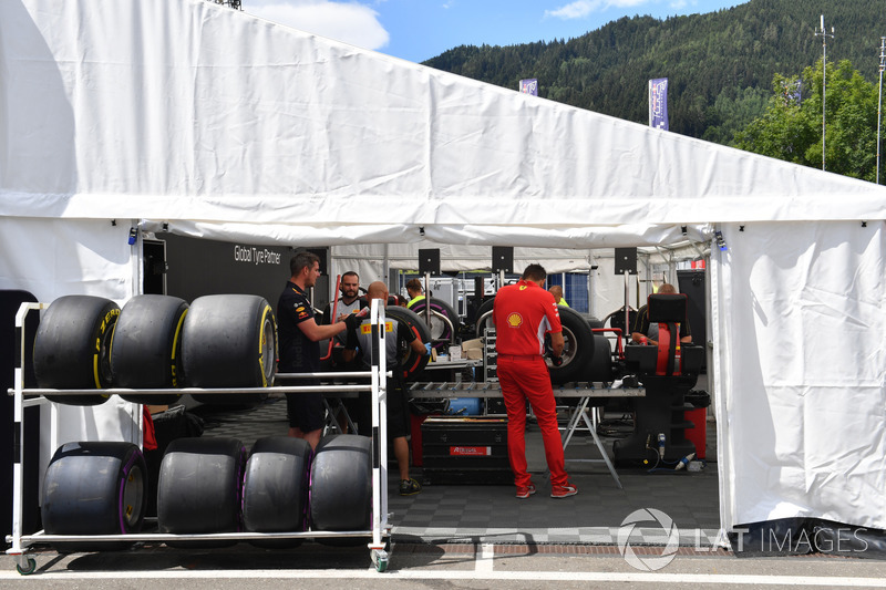 Area persiapan ban Pirelli