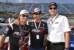 Helio Castroneves on the grid with Tim Cindric