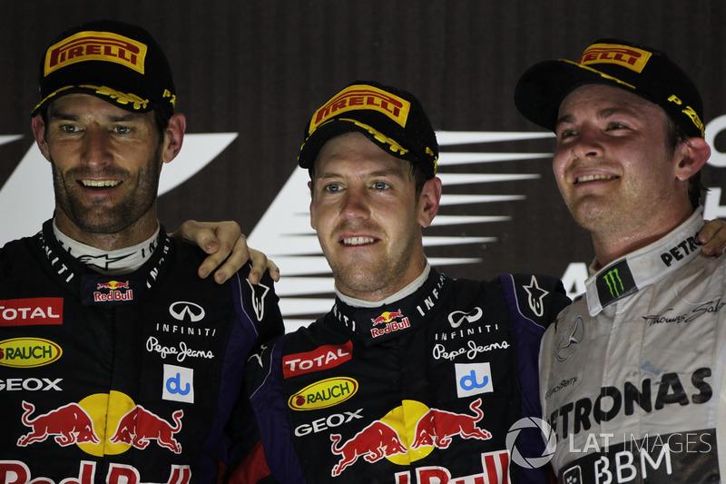 Podio: il secondo classificato Mark Webber, Red Bull Racing, il vincitore della gara Sebastian Vette