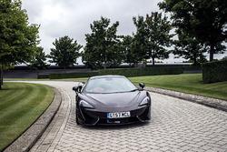 Стоффель Вандорн за рулем McLaren 570GT