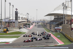Nyck De Vries, PREMA Racing, leads Maximilian Gunther, BWT Arden at the start