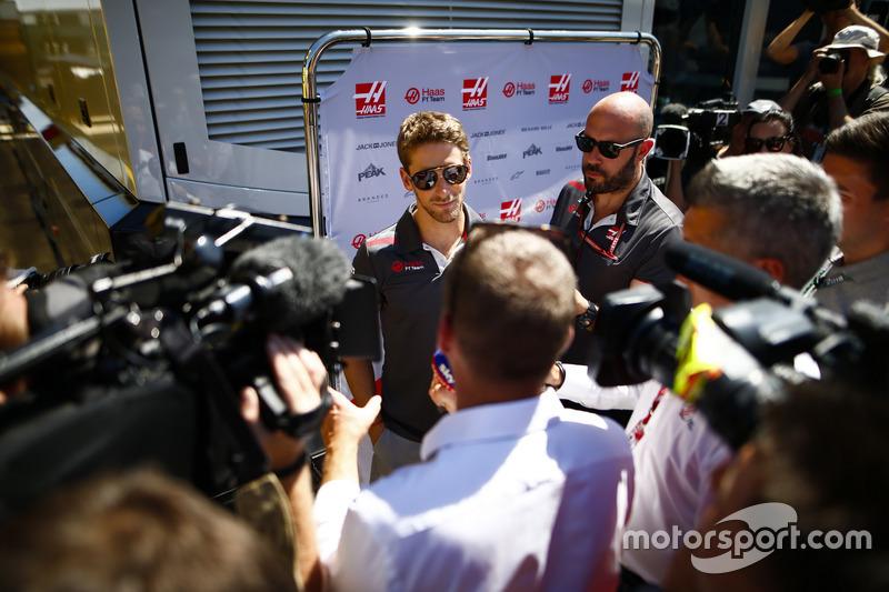 Romain Grosjean, Haas F1 Team, parla con i media