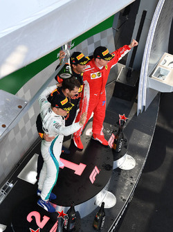 Valtteri Bottas, Mercedes-AMG F1, Daniel Ricciardo, Red Bull Racing and Kimi Raikkonen, Ferrari celebrate on the podium