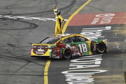 Победитель гонки Кайл Буш, Joe Gibbs Racing