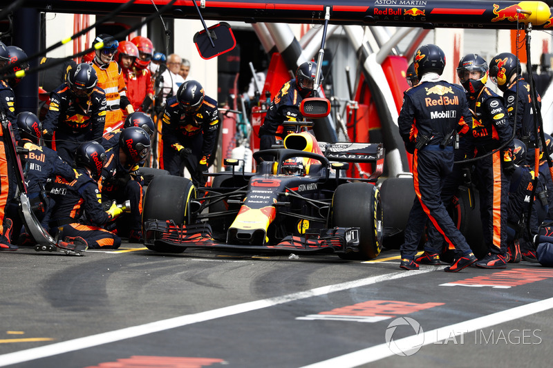 Daniel Ricciardo, Red Bull Racing RB14, pitstop