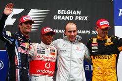 Podyum: Mark Webber, Red Bull Racing, Lewis Hamilton, McLaren, Phil Prew, McLaren Yarış Mühendisi ve Robert Kubica, Renault
