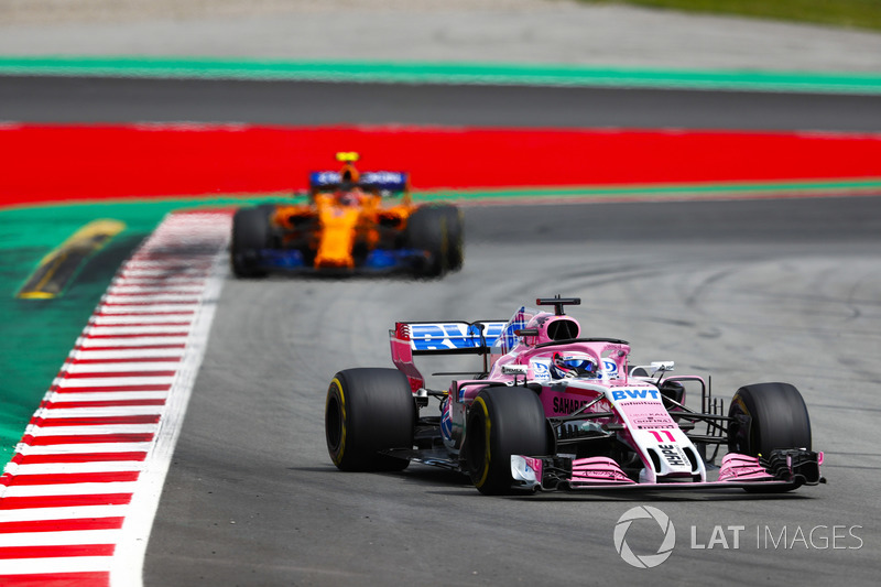Серхио Перес, Sahara Force India F1 VJM11, и Стоффель Вандорн, McLaren MCL33