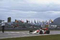 Sieg für Alain Prost, McLaren MP4/4