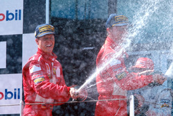 Podio: ganador de la carrera Michael Schumacher, Ferrari, second place Eddie Irvine, Ferrari, third place Mika Hakkinen, McLaren