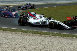 Felipe Massa, Williams FW40, rear tyre puncture at the start of the race