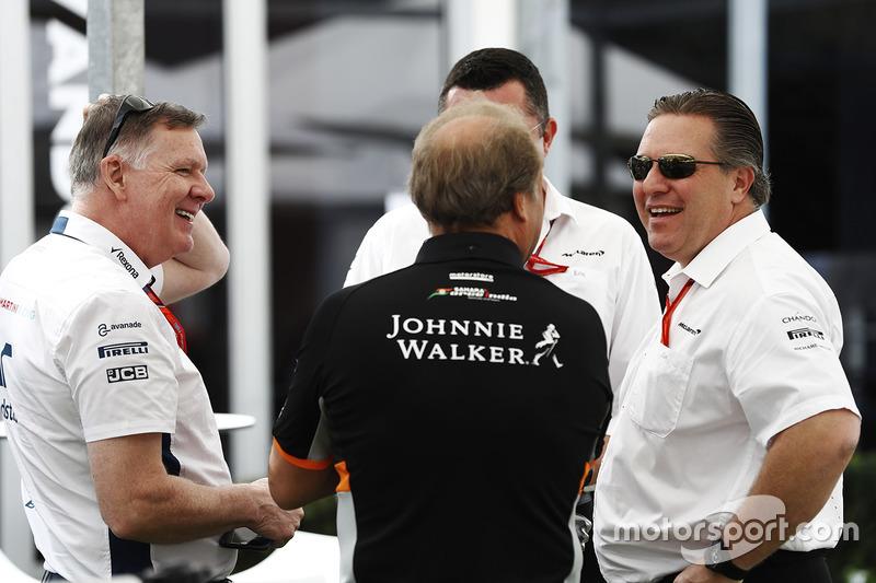 Zak Brown, McLaren-Chef, mit Bob Fernley, stellvertretender Teamchef von Force India