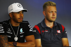 Lewis Hamilton, Mercedes AMG F1, Kevin Magnussen, Haas F1 Team