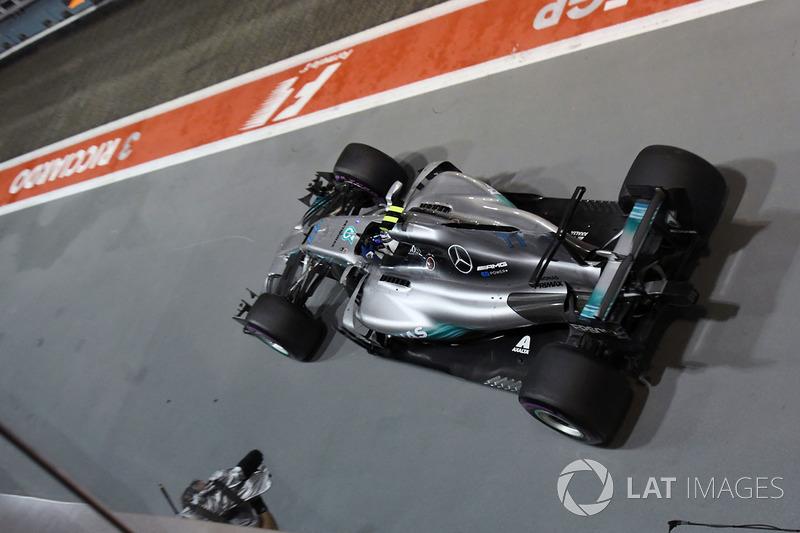 Valtteri Bottas, Mercedes AMG F1 W08 dans la voie des stands