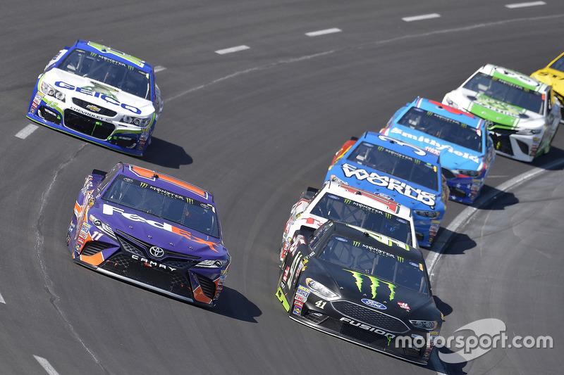 Kurt Busch, Stewart-Haas Racing, Ford; Denny Hamlin, Joe Gibbs Racing, Toyota