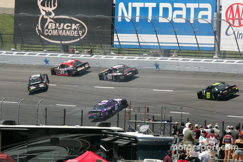 Crash: Tyler Reddick, Chip Ganassi Racing, Chevrolet; Darrell Wallace Jr., Roush Fenway Racing, Ford