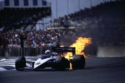 Explota motor BMW de Andrea de Cesaris