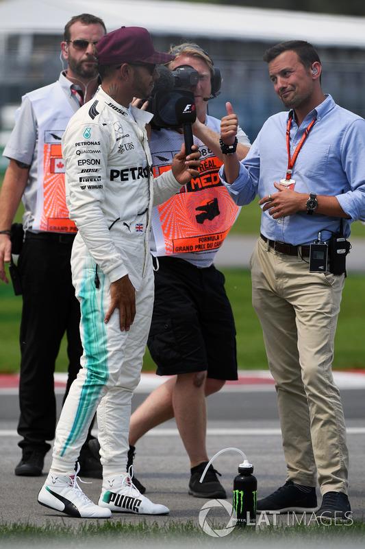 Polesitter Lewis Hamilton, Mercedes AMG F1, mit Will Buxton, NBC