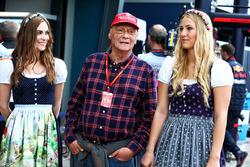 Niki Lauda, Mercedes Non-Executive Chairman with hot grid girls