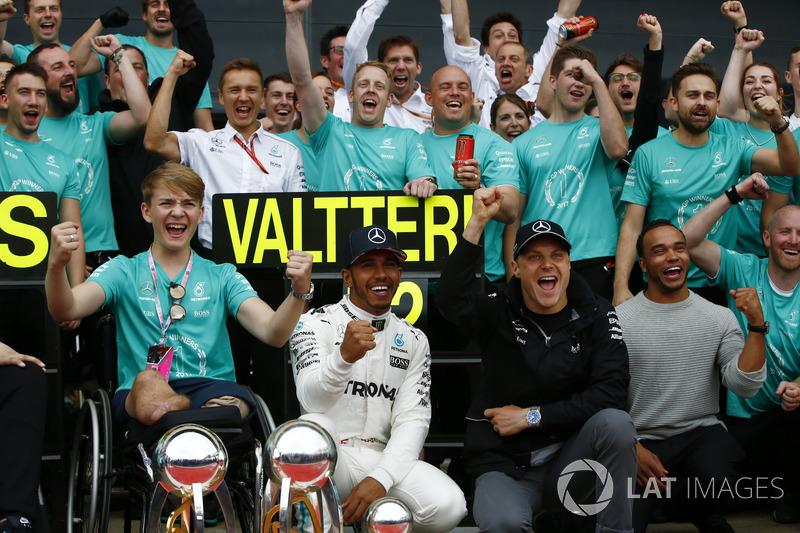 Льюіс Хемілтон, Валттері Боттас, Mercedes AMG F1, Біллі Монгер із командою