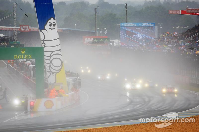 Autos de LMP2 comienzan la carrera