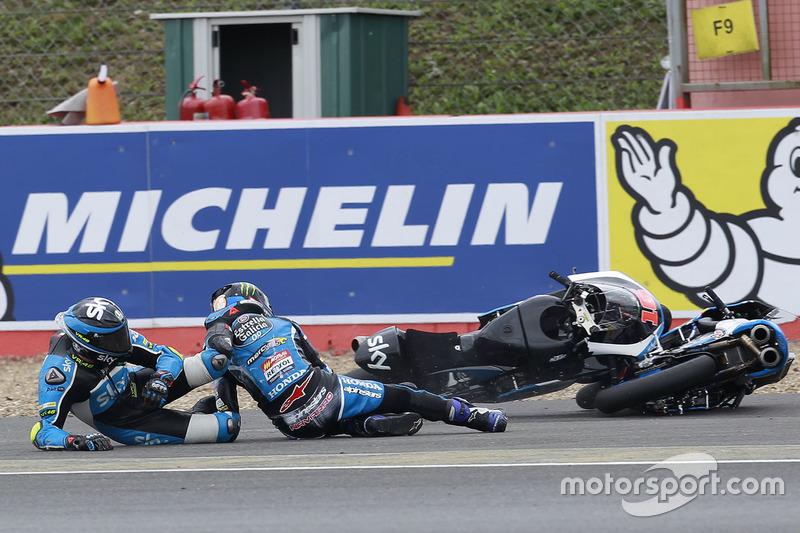 Jorge Navarro, Estrella Galicia 0,0 and Andrea Migno, Sky Racing Team VR46 crash