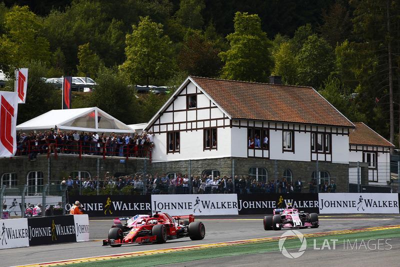 Sebastian Vettel, Ferrari SF71H ve Esteban Ocon, Racing Point Force India VJM11 ve Sergio Perez, Racing Point Force India VJM11, formasyon turu
