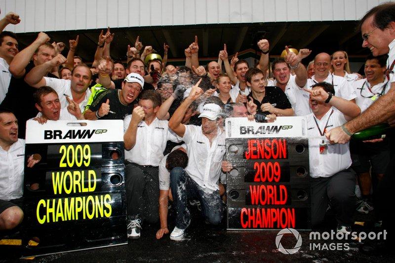 Los campeones de ese año, Button en pilotos y Brawn GP en equipos