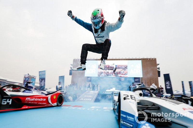 Antonio Felix da Costa, BMW I Andretti Motorsports salta dalla sua monoposto per festeggiare la vittoria
