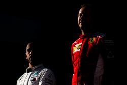 Lewis Hamilton, Mercedes-AMG F1 et Sebastian Vettel, Ferrari, sur le podium