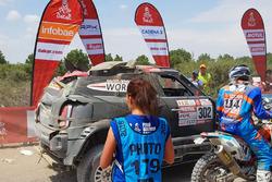 #302 X-Raid Team Mini: Nani Roma, Alex Haro finishes the stage with damage